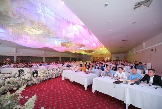 Screenshot 2 Tập đoàn CEO Việt Nam chào mừng ngày Doanh nhân Việt Nam