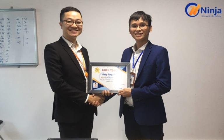 3 768x482 Phần mềm Ninja trao bằng khen thưởng nhân viên xuất sắc tháng 11